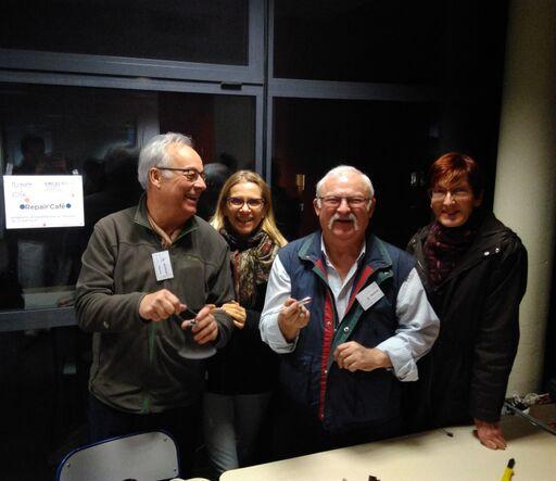 Une partie de l'équipe Repair Café pays de Grasse chez Tétris dans le cadre de la 4ème Nuit des Idées