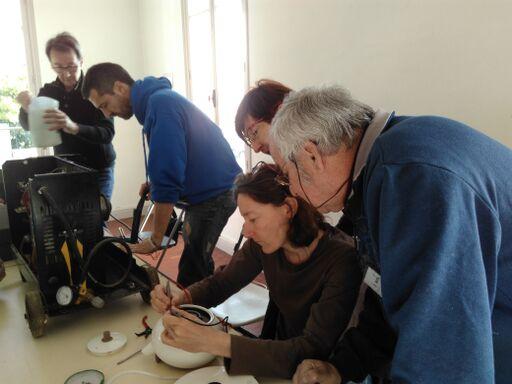Echanges entre les réparateurs du Repair Café pays de Grasse