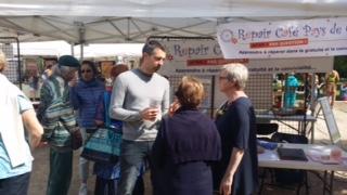 Les bénévoles du Repair Café prêchent les bonnes pratiques en matière de réduction des déchets par la fréquentation des différents ateliers mis en place par les Repair Café du Sud